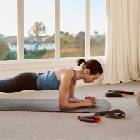 Fitbit 與您保持健康體魄 留在家中也要做運動!